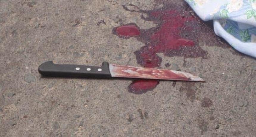 Resultado de imagem para homem morto a facadas